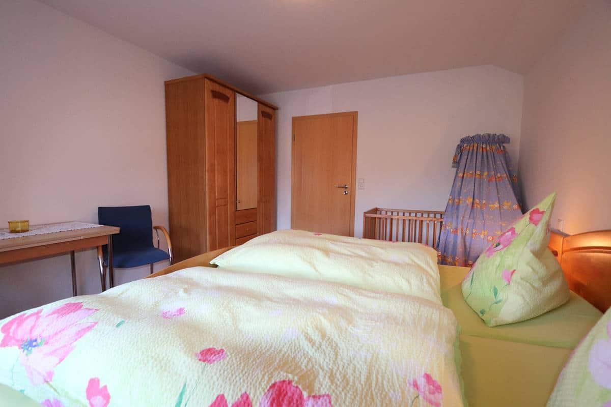 Schlafzimmer 2 Ferienwohnung Halterhof